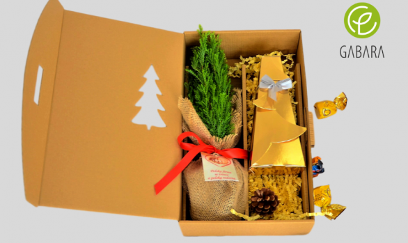 Set with pralines in golden box